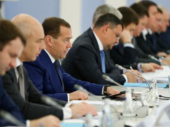Медведев опоздал на заседание с крупнейшими иностранным инвесторами