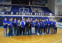 Романа Старовойта познакомили с курским баскетболом