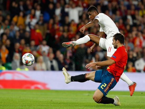 Англия победила Испанию в драматичном матче Лиги наций УЕФА
