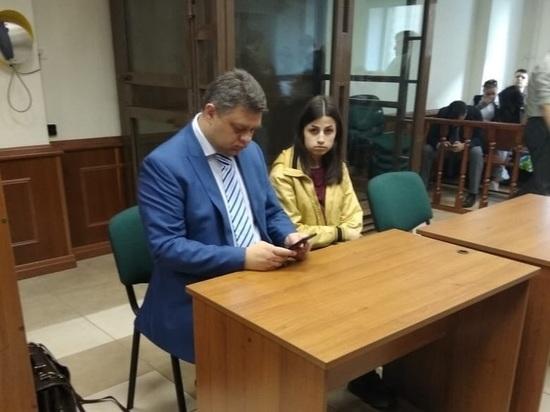 Суд разрешил Ангелине Хачатурян общаться с друзьями без разрешения следователя
