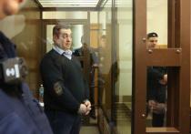 Основателя и главу сообщества стритрейсеров под названием Smotra Эрика Китуашвили Дорогомиловский суд Москвы приговорил к 4 годам 8 месяцам лишения свободы за многомиллионные махинации со страховыми выплатами