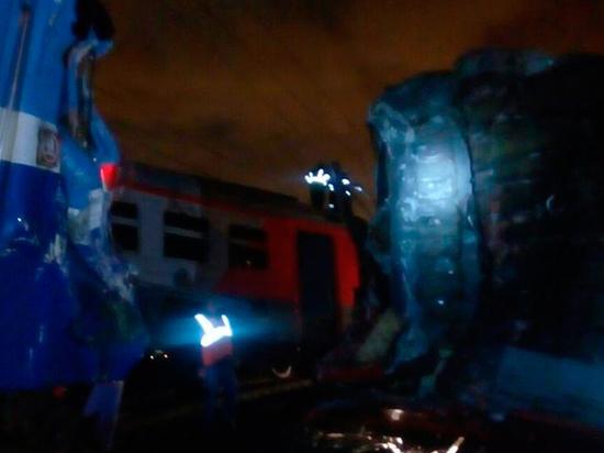 За столкновение электрички и поезда в Москве ответит машинист