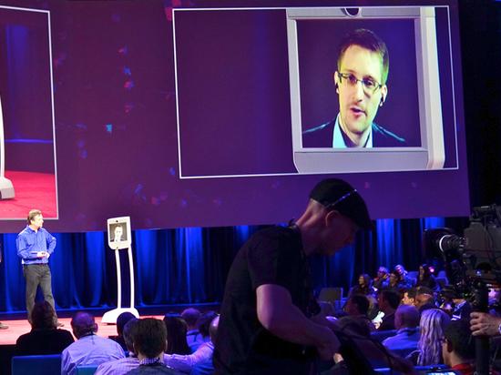 Сноуден признался, что не чувствует себя в России в безопасности
