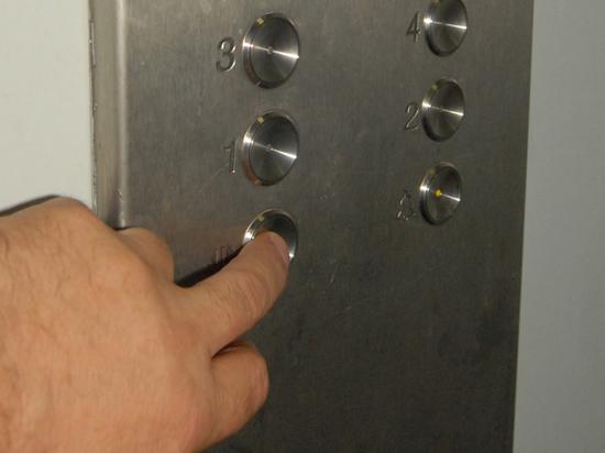 Желтые кнопки и аварийная подсветка: утвержден ГОСТ на лифты