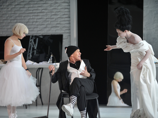 Адольф Шапиро поставил неизвестную пьесу Пиранделло, где все слегка безумны