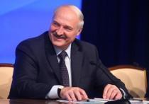 Поездку президента Белоруссии Александра Лукашенко по городу Гродно едва не испортил инцидент, который мог закончиться трагически: переходившая дорогу на пешеходном переходе девушка чуть не попала под кортеж главы государства