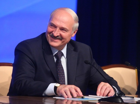 В Гродно сняли на видео девушку, не пропустившую кортеж Лукашенко
