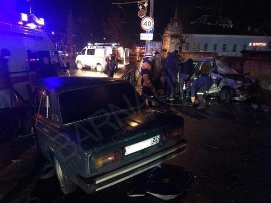Водитель ВАЗа, устроивший ДТП в центре Барнаула, не имел прав