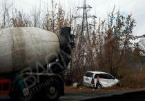 Бетономешалка и легковушка столкнулись в Барнауле
