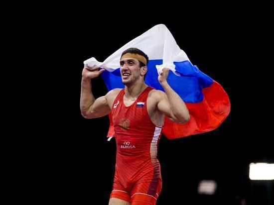 ЧМ по борьбе: Двое российских вольников вышли в финал