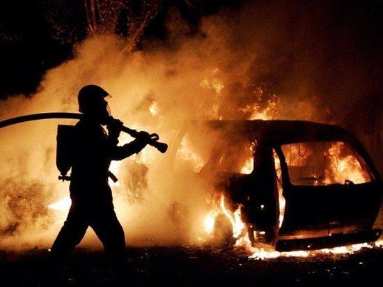 В Тамбове на Киквидзе сгорели два автомобиля