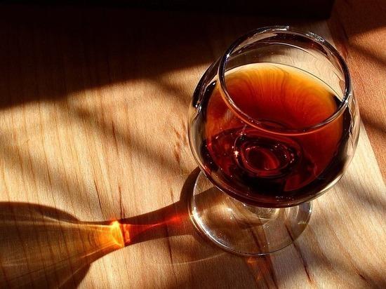 Украина отказалась от производства коньяка и шампанского