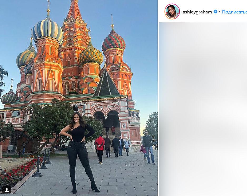 Модель плюс-сайз Эшли Грэм похудела и уехала в Москву