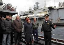 Члены Общественного совета при Минобороны, совершающие поездку по дальневосточным военным гарнизонам, во вторник, 23 октября, посетили  большой противолодочный корабль «Адмирал Трибуц»
