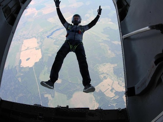 Российский парашютист выжил, упав с высоты 500 метров