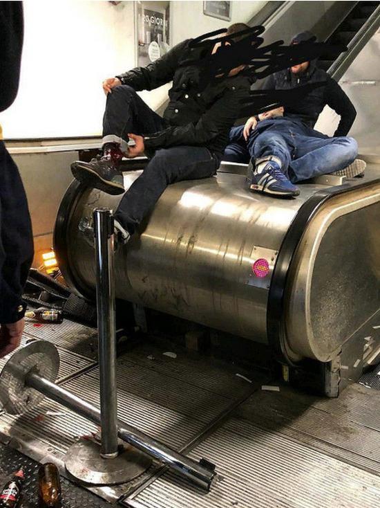 Власти Рима: российские болельщики прыгали на эскалаторе перед его обрушением - Общество