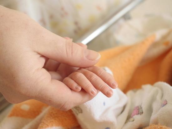 В Ульяновске пьяная женщина забыла 1,5 годовалого ребенка своей подруги и оставила спать на земле