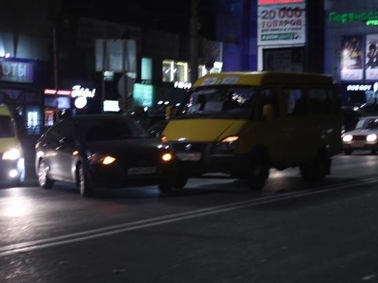 ДТП с маршруткой создало пробку в центре Волгограда