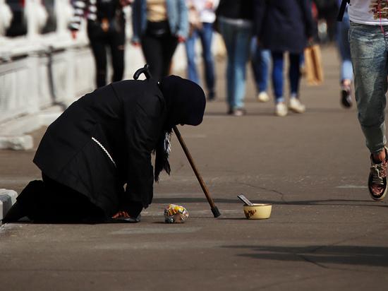 Топилин нашел в России 20 миллионов нищих: питаются хуже собак