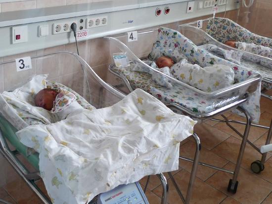 В Москве снизилось число внебрачных детей: семейные ценности ни при чем