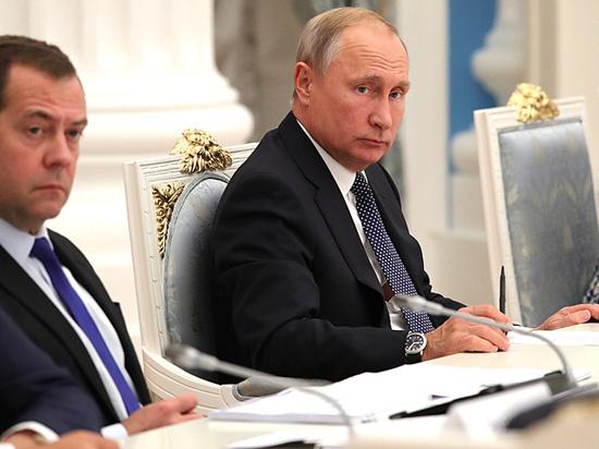 Путин поддержал критику правительства Медведева