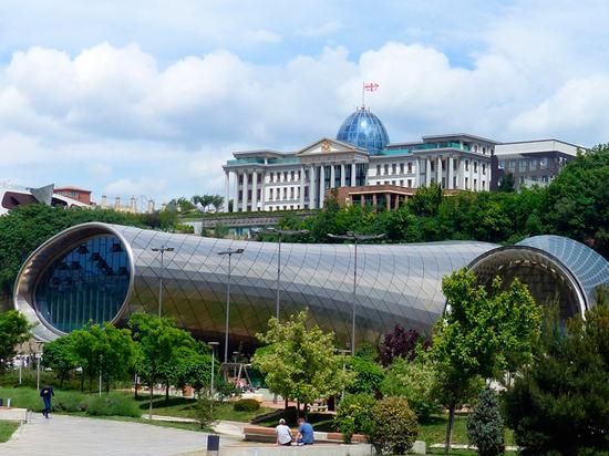 Партия Саакашвили попытается перехватить власть в Грузии