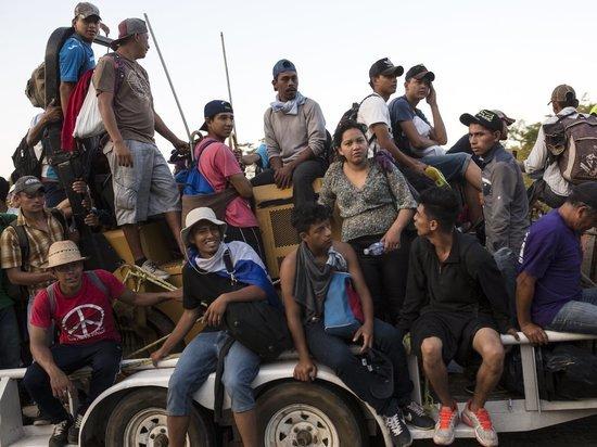 Чтобы остановить мигрантов, Трамп угрожает закрыть южную границу