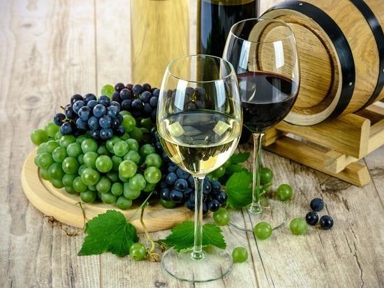 Ученые отсоветовали худеющим пить вино: алкоголь разжигает аппетит