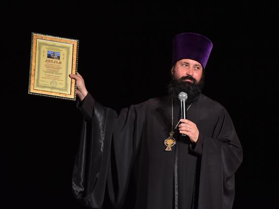 """На """"Святом Владимире"""" крымское духовенство отметило спецпризом """"Диму"""""""