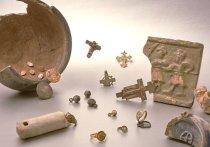 Два древних сруба XVII–XVIII веков, множество предметов быта, монет и украшений разных времен обнаружили археологи во время строительных работ на Серебрянической набережной Яузы в Москве
