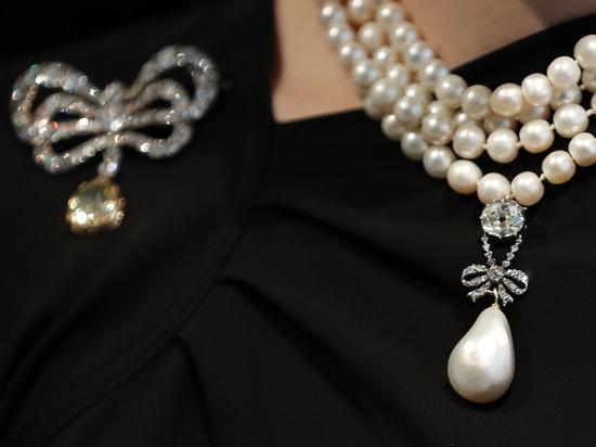 Бриллианты с волосами Марии-Антуанетты примерили жители Нью-Йорка
