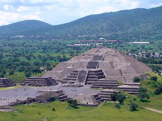 Под мексиканской Пирамидой Луны нашли тайный подземный ход