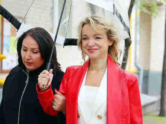 «Джигарханяна ждать не стоит»: Цымбалюк-Романовская дала показания в суде