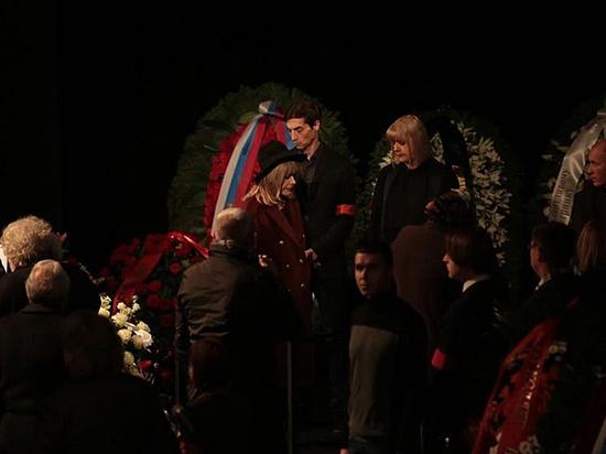 На прощании с Караченцовым Пугачева отказалась от речей
