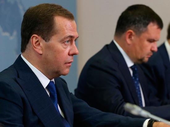 У Медведева сдали нервы: начал угрожать нефтяникам