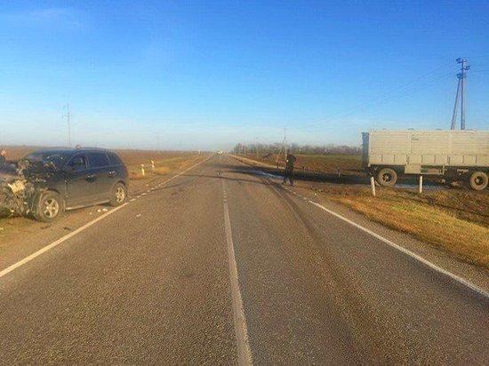 На Дону столкнулись КамАЗ и «Опель»: пострадал водитель иномарки