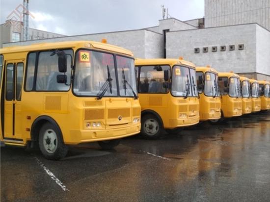 """Для Чувашии закупят 16 новых карет """"скорой помощи"""" и 10 школьных автобусов"""