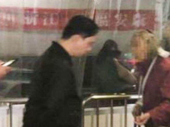 Старушка, просившая милостыню на вокзале, оказалась матерью миллионера