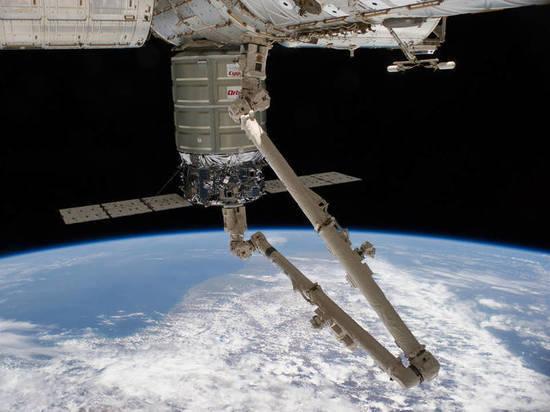 Голландская компания пообещала впервые принять роды в космосе