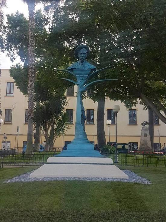 Памятник Горькому открылся в итальянском Сорренто