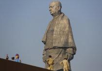 Огромный памятник под названием «Статуя Единства» открылась в индийском штате Гуджарат близ города Вадодара