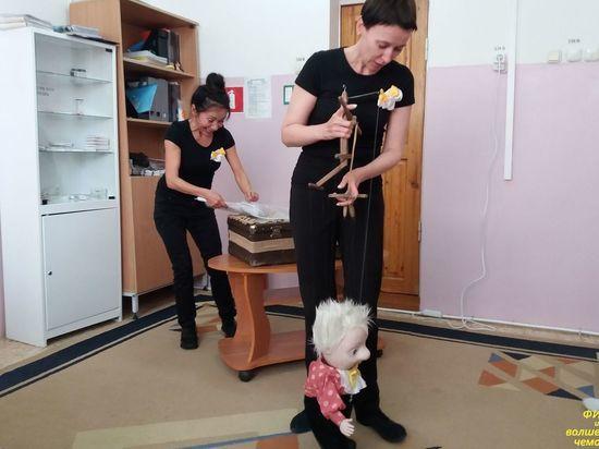 Мобильный кукольный театр дарит югорским детям любовь и надежду