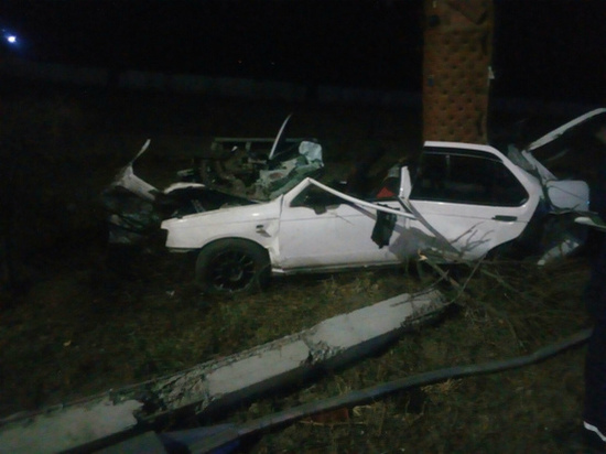 В столице Бурятии столб разорвал машину