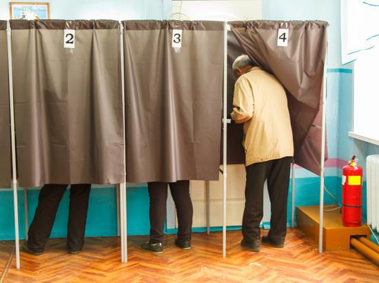 Члены участковой комиссии в Бурятии выдали на руки по 4 избирательных бюллетеня