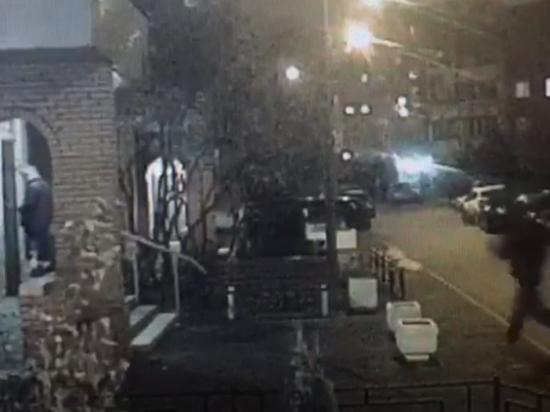 До нападения у чиновника префектуры украли документы и подожгли машину