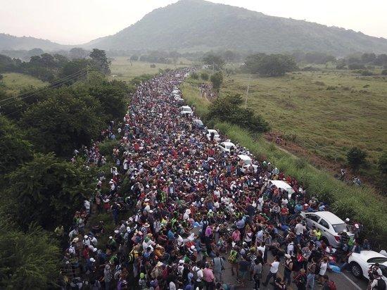 Зачем Трамп отправляет 15 тысяч военных на границу с Мексикой