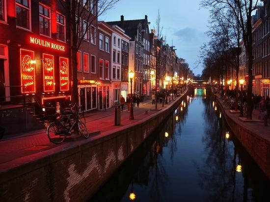Туристы против переноса квартала красных фонарей в Амстердаме: не доедем