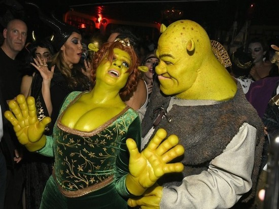 Хайди Клум взорвала соцсети оригинальным костюмом на Хеллоуин