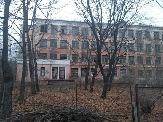 С молотка: администрация Петрозаводска не может продать заброшенную школу
