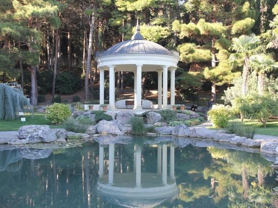 Крым великолепный: путешествие в роскошный парк Партенита